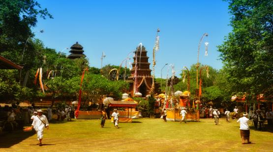 Pekendungan-and-Batu-Mejan-Temple-Ceremony.html