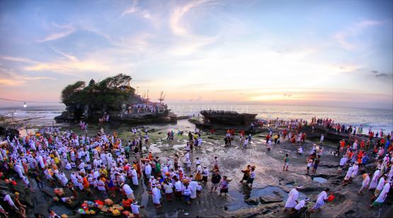 Tanah-Lot-and-Batu-Bolong-Temple-Ceremony.html