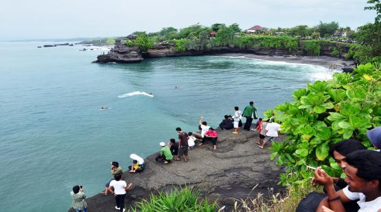 Surfing-Mania-at-Batubolong-Tanah-Lot.html