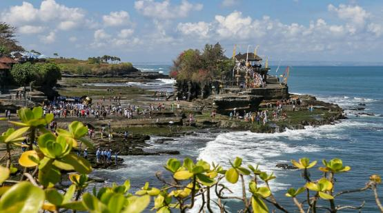 Tanah Lot temple ceremony fulfilled with hindu prayer