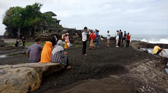 Over-One-Thousand-Visitor-Have-Been-Visited-Tanah-Lot-on-the-Weekend.html