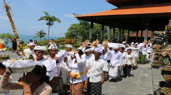 Religious Ceremony at Tanah Lot