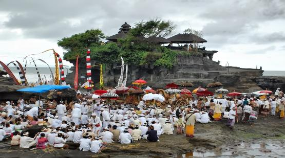 Melasti-Become-Unique-Ritual-for-Visitor-at-Tanah-Lot.html
