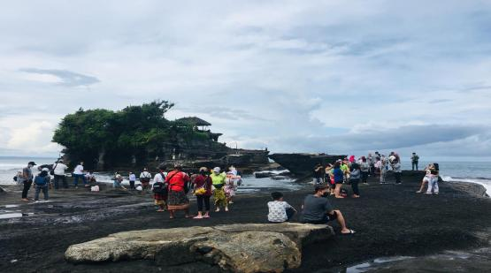 Easter-Holiday-Tanah-Lot-Fulfilled-with-Visitors.html