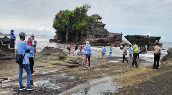 23 Thousand Tourists Was Visited Tanah Lot in January