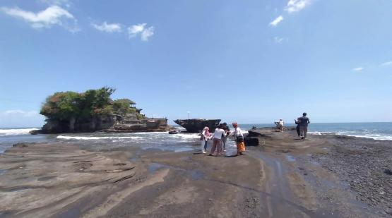 After Re-opening, Tanah Lot Begins to Be Visited by Tourists