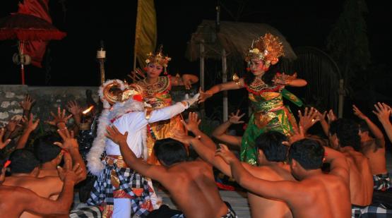 Kecak-Dance-in-Tanah-Lot-Performing-After-Enjoying-Sunset.html